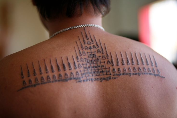 sak yant or yantra- magic thai tattoos http://www.tattoo-school-thailand.com/sak-yant-tattoo-designs-1.html