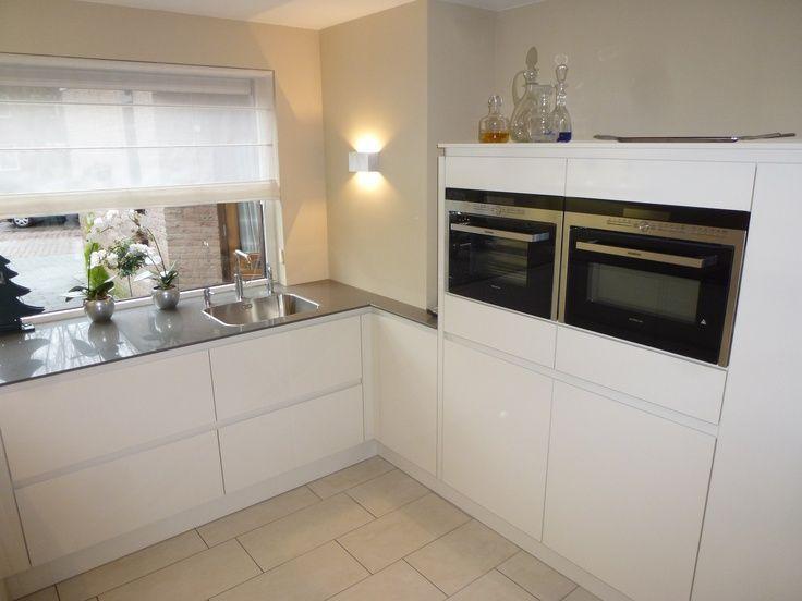 Een L vormige keuken kom je nog steeds heel vaak tegen. Het is denken wij wel een van de meest..