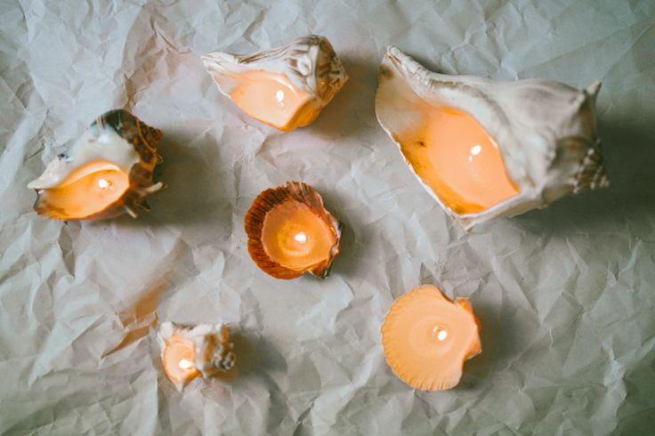 Κεριά μέσα σε κοχύλια
