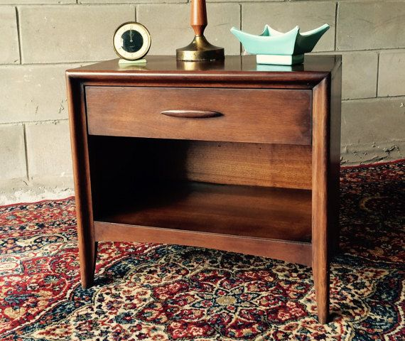 Vintage midcentury modern 1960s Broyhill bedroom set - 5 pieces This sought after vintage Mid Century bedroom set from the 1960s Broyhill Premier Emphasis collection can be yours for a great deal!  The 5 piece set includes: - highboy 5 drawer dresser - lowboy 6 drawer dresser - mirror for lowboy - 1night stand - complete full-sized bed with headboard, footboard, rails and slats  --optional commode/record caninet/end table available at additional cost -- inquire for pics The set is in great…