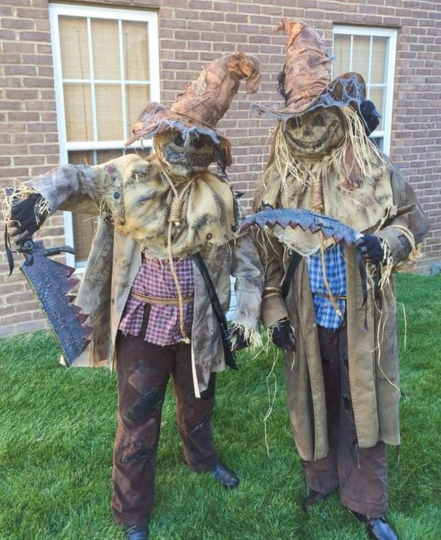 Scary Scarecrow Costume | Creative and Cute Looks For Halloween by DIY Ready at http://diyready.com/diy-scarecrow-costume-ideas/