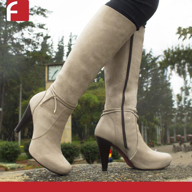 Las botas son un complemento ideal que se pueden adaptar a las diferentes tendencias según tú estilo. #elegancia y #belleza con #calzadofiorenzi