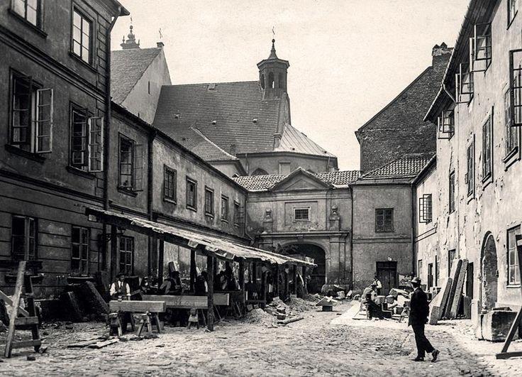 Podwórze kuchenne Zamku Królewskiego. fot. 1925r., źr. nowawarszawa.pl