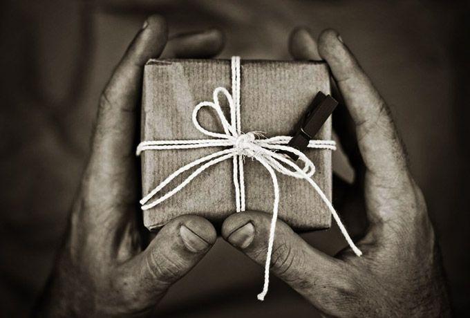 Какие подарки принимать, а какие — категорически нет!