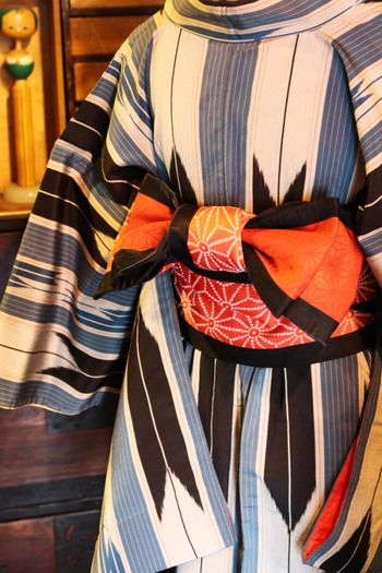 おすすめの着方は、半幅帯(はんはばおび)を使った着方。浴衣や踊りのお稽古などでよく使う帯ですが、普段の着物でも、もちろんOKです。こちらの結び方は、浴衣でもおなじみの文庫結び。