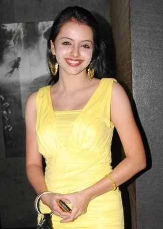 Know about the life of #ShrenuParikh, how she entered the entertainment industry and whether she will take up Bollywood roles or not in an exclusive interview with Women Planet!