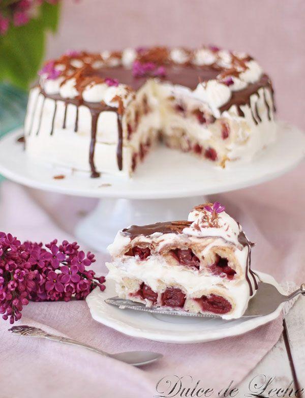 Netradičná šťavnatá torta s višňami a šľahačkou   Urob si sám