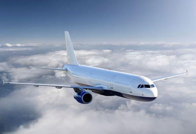 Ganz entspannt über den Wolken: Flugangst kann man überwinden
