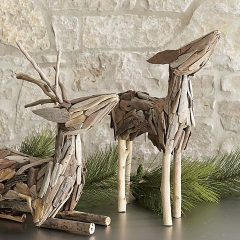 This mini driftwood reindeer couple are the perfect thing to take your room from autumn to holiday!