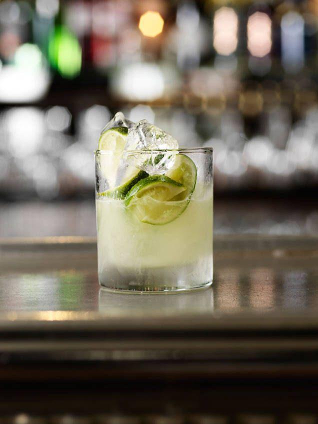 Caipirinha är en superfräsch drink från Brasilien som är enkel att göra. Testa vårt bästa recept på denna läskande drink med lime.