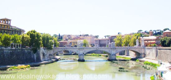 Rzym- Tyber, widok na Zatybrze z mostu Św.Anioła