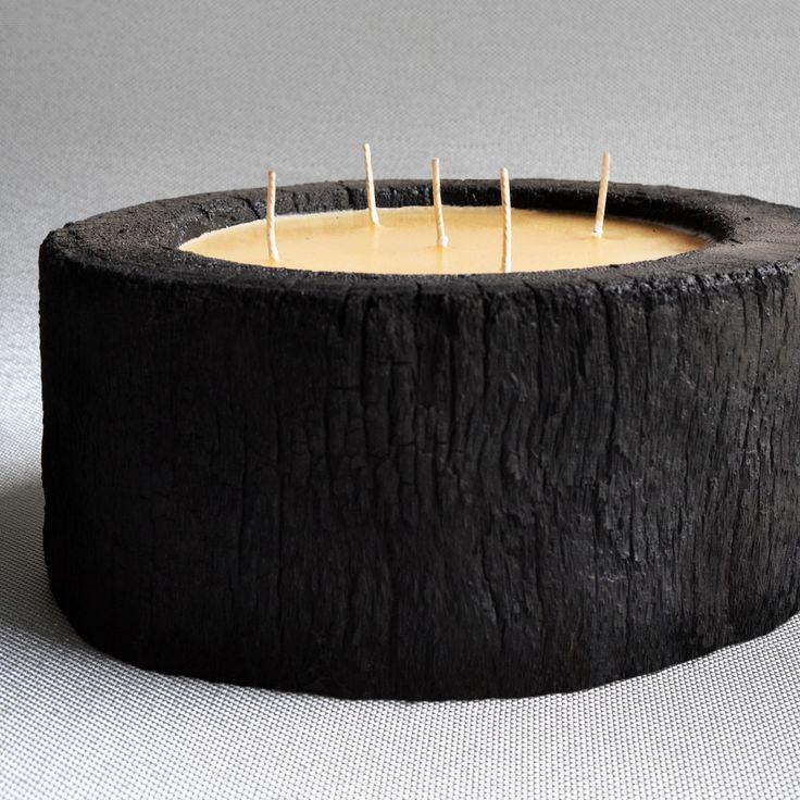 Vascolari je malá rodinná firma z Itálie, která se rozhodla udělat ze slovního spojení 'udržitelnost přírody' naplněný pojem. Zatímco by některé palmy skončily v kotli, Vascolari je sbírá, aby z nich vytvořila ručně vyráběné svíčky, kde každá z nich je naprostým a neopakovatelným originálem, Zatímco by ale jiní skončili zde, Vascolari navíc ještě za každou takovou palmu vysází palmy dvě. Připojte se k této ušlechtilé myšlence a zapalte si doma svíčku, která díky speciálnímu vosku navíc…