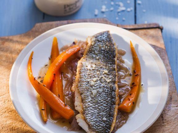Barsch mit Möhren ist ein Rezept mit frischen Zutaten aus der Kategorie Meerwasserfisch. Probieren Sie dieses und weitere Rezepte von EAT SMARTER!