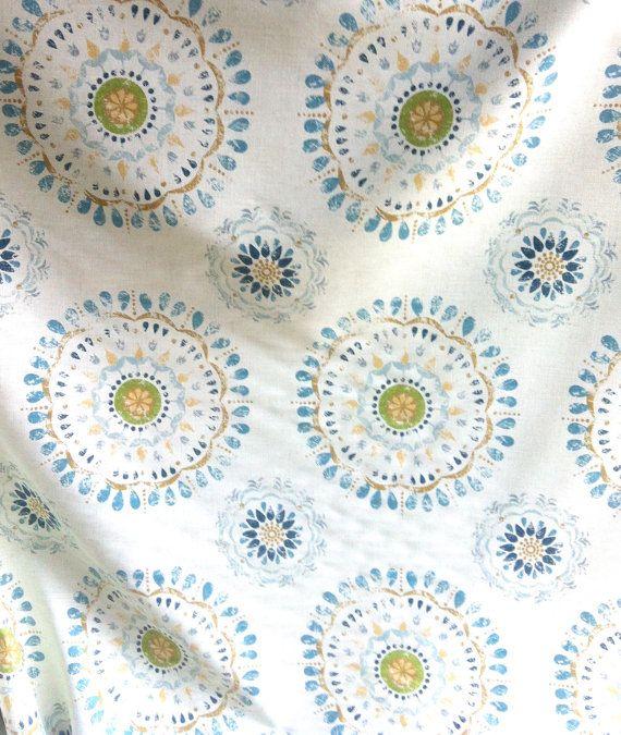 Un triage Robert Allen « Color Wheel Rain » Suzani bleu médaillon Bohemian style Aqua Home Decor tissu par le tissu Yard jaune Beige Ivoire