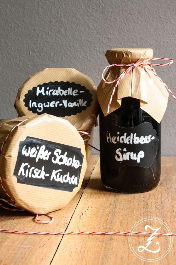 Mit Mirabellen, Heidelbeeren und Kirschen kommt für Caro von Zuckergewitter der Sommer ins Glas. Ihre #SommerimGlas Tauschpartnerin Heike konnte sich über dieses Päckchen freuen. http://www.zuckergewitter.de/post-aus-meiner-kueche-mit-mirabellen-heidelbeeren-und-kirschen-kommt-der-sommer-ins-glas/