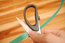 How to Curl Ribbon by wikihow.com (I never thought to look first for the dull side of the ribbon)
