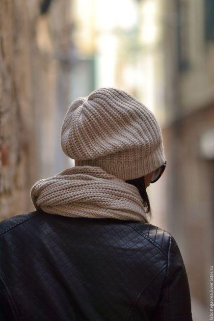 Купить или заказать Вязаная шапка Comfort в интернет-магазине на Ярмарке Мастеров. В наличии цвет Tan,темно-серый, красный Больше не нужно страдать дилеммой — теплая или модная. Вязаные шапки с помпоном и шапки-бини — самые стильные головные аксессуары зимы. Дело останется за малым — какого цвета шапку выбрать насыщенного и яркого или нежных пастельных тонов, природных цветов и натуральных, нежных материалов. Цвета на заказ - темносерый(на фото), Tan ( серобежевый), светлый…