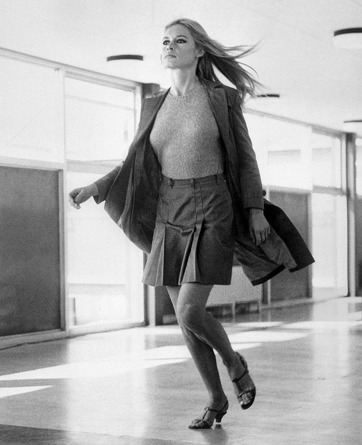 Brigitte Bardot rehearses a scene on the set of the film 'A coeur joie' in London on September 22, 1966.