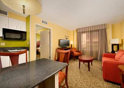 Hampton Inn and Suites Ft. Lauderdale Airport South Cruise Port, FL - Suites Living Room