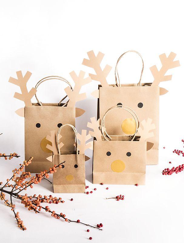 Rentier-Taschen für die Kleinen!  Mit der festlichen Jahreszeit wird es Zeit, sich nicht nur Gedanken um die Geschenke, sondern auch um die Geschenkverpackung zu machen! Du willst die Kleinen schon mit der Geschenkverpackung begeistern? Dann sind diese Geschenk-Taschen genau das Richtige! // Weihnachten Christmas Deko Advent Geschenkverpackung Ideen DIY Selbermachen Geschenk Kinder Winter Einfach  #Weihnachten #Christmas #Advent  #Ideen #Geschenk #DIY #Selbermachen #Kinder #Rentier