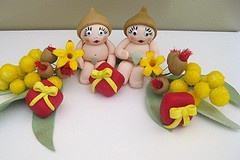Snuggle Pot and Cuddle Pie, Gum nut babies, Christmas themed cake toppers.
