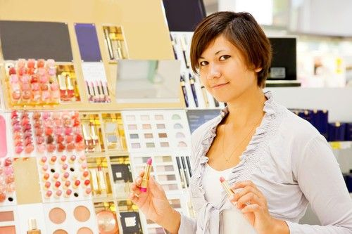 Save In Buying Cosmetic Products, Women like you can not escape the beauty products, but sometimes too extravagant woman with cosmetics. There are even some beauty products unused and expired. These tips to be more frugal in buying cosmetic products.