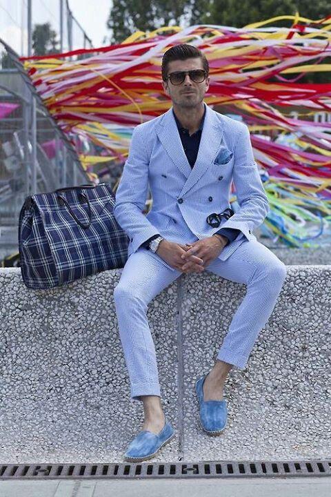 ダブルスーツの着こなしブルーのGentleman style- http://gentlemanlifestyle.com/how-to-dress-as-a-distinguished-gentleman-mens-fashion-modern-style/