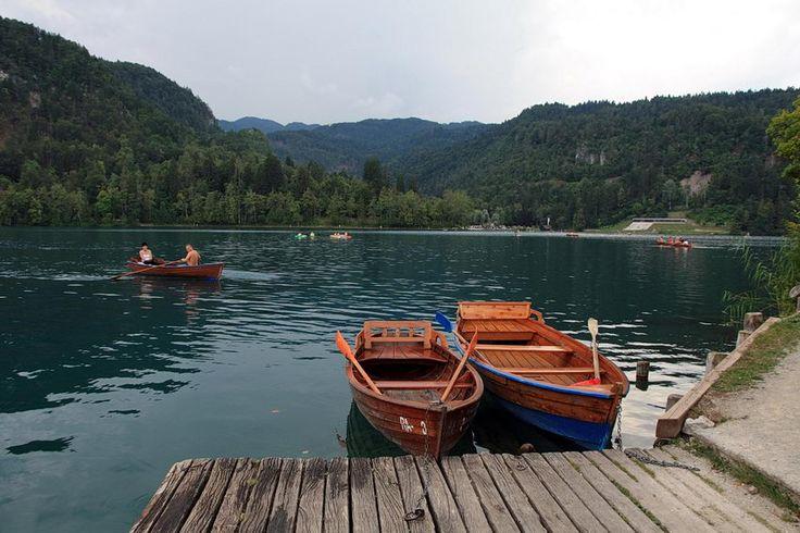 #Lago de #Bled, a 55 Km de Liubliana, capital da #Eslovénia. Na margem norte o Castelo, lugar de óptimas vistas para a Ilha de Bled, belo pormenor na paisagem