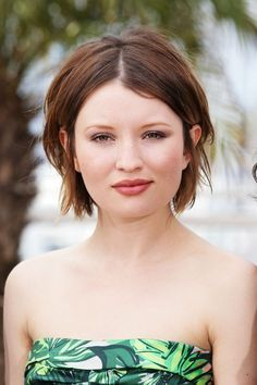 short low maintenance hairstyles for round faces - Google Search