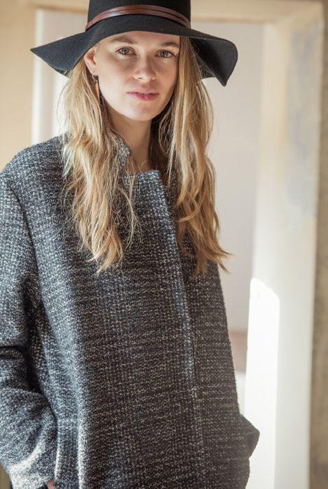 Ginepro hat, black. Assenzio jacket, iron.
