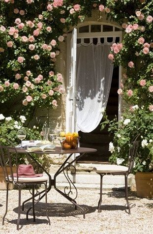 BONJOUR! Le Paradis Petite...See thefrenchinspiredroom.com