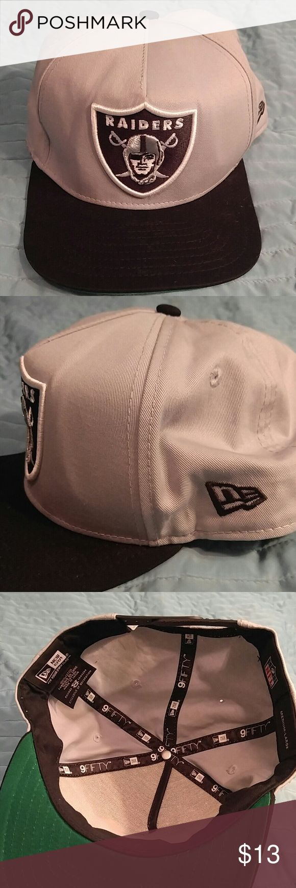 New Era Oakland Raiders snapback hat Gear up for football season with this officially liscensed New Era Raiders snapback. This hat is in fantastic condition, just like new! New Era Accessories Hats