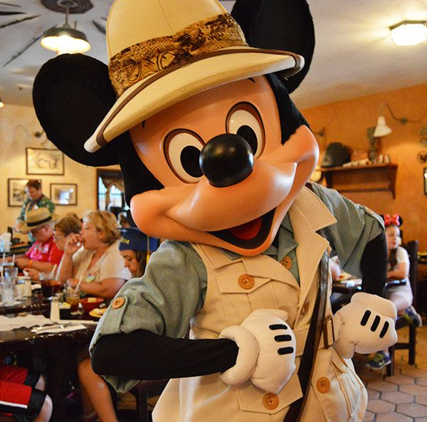 Top 10 Character Dining Experiences At Disney World