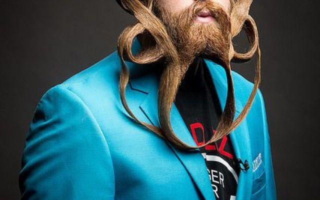 Ecco le barbe e i baffi piú strani del campionato 2016 Come ogni anno, ecco il Campionato di Barbe e Baffi, ospitato il passato 3 di settembre a Nashville. Vi mostriamo le barbe dei 22 vincitori, divisi in 12 categorie distinte. C'è anche un italiano e t #barba #barbe #baffi #moda #tendenze #usa