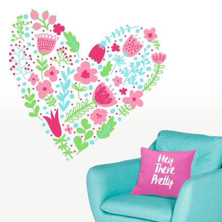 Vinilo floral decorativo de pared con diseño de corazón de flores. Decora las paredes de tu hogar con un original vinilo