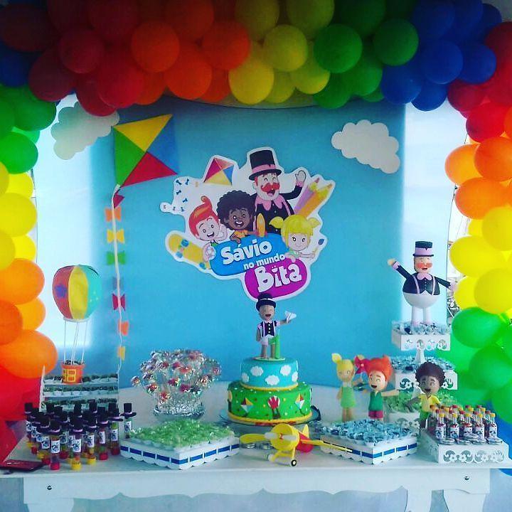 Festa linda no Recife para o Sávio. A mamãe Lizandra me pediu para fazer esse topo de bolo com um avião de papel. Eu adorei e ficou uma belezinha! Tivemos um contratempo com a entrega nos correios com danificação da mercadoria. Mas tudo foi solucionado. Festa lindaaaa Mamãe Lizandra você se tornou uma amiga. #festamundobita  #festabita  #bita #mundobita