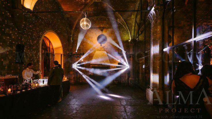 Photo Art Wedding Story - ALMA PROJECT @ Castello di Vincigliata - Loggia & Courtyard - DJ Set - Eva Console Black 150 - No Double Small Light System + 2 Beam Roll Led White - smoke machine amber mirror ball 399