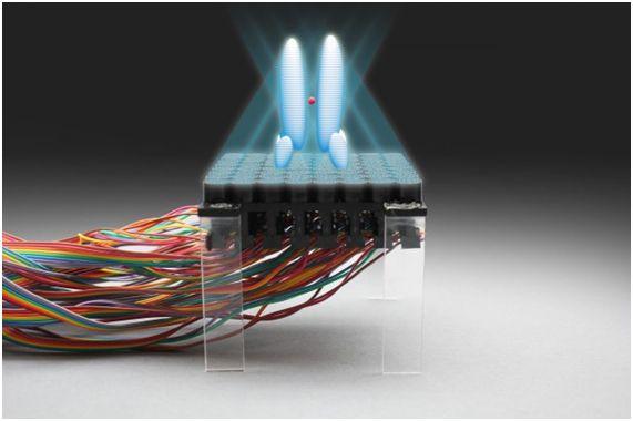 """Um grupo de cientistas das Universidades de Bristol e Sussex, em colaboração com a empresa Ultrahaptics, criou um mecanismo sônico que permite levitar e manipular pequenos objetos com precisão. Que eles mesmos chamaram de """"raio trator sônico"""", apesar de não ser exatamente um raio."""