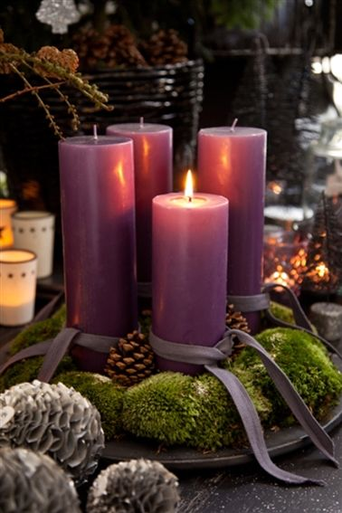 Adventskrans. Advent wreath. White candles.