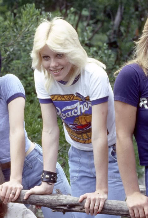 Smiling Cherie Currie (can she get any hotter? I think not!)