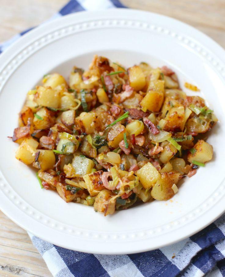 Gebakken aardappelen met spekjes en prei.