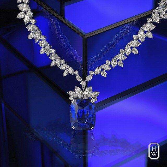 Harry Winston. An unrivaled sapphire set-off by a crescendo of brilliant diamonds.