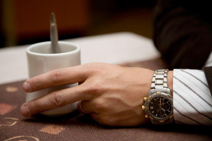 Festa, reunião ou um evento social? Apesar dos smartphones marcarem a hora, relógios de ponteiro nunca saem da moda. Neste sentido o site 'Vivo mais Saudável' separou quatro dicas de relógios masculinos adequados para diversas ocasiões. Confira: