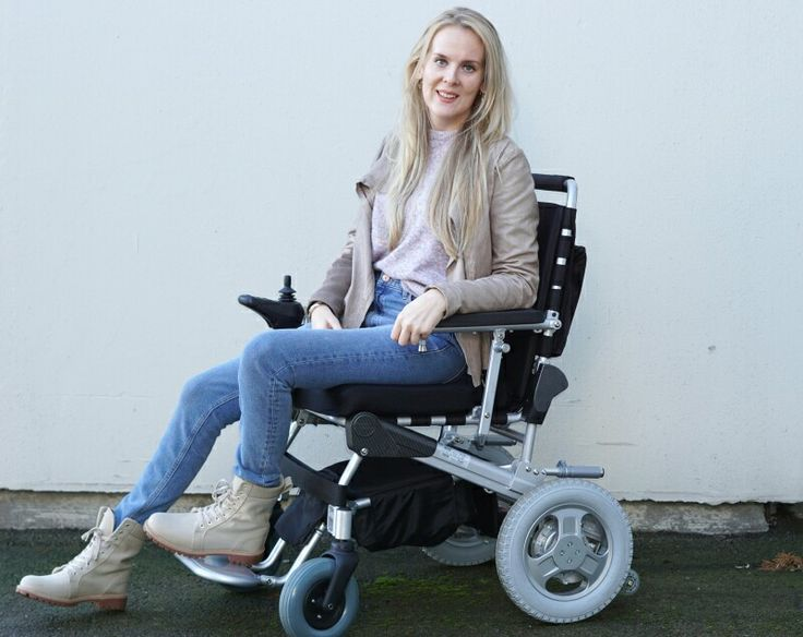 The very frist photo of myself in my new electric wheelchair! See more pics at: www.heelsandwheels.blogg.no