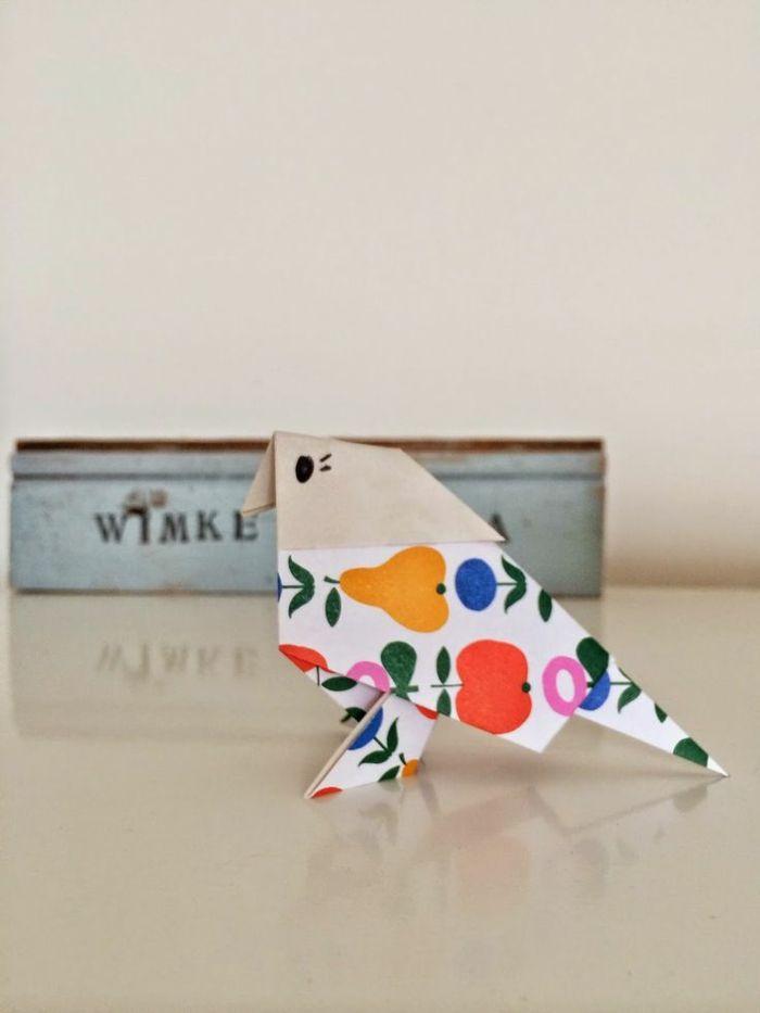 joli oiseau en papier vintage à motifs végétaux colorés, bricolage des origami animaux
