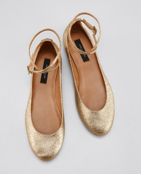 Gold ballerinas with ankle strap. Perfect shopes for date night!