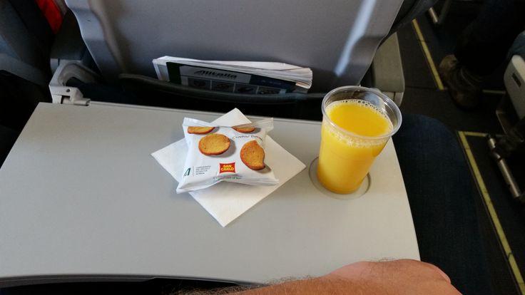 AZ 335 Marseille - Rome: Salty crackers, orange juice