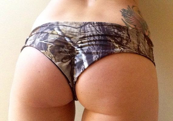 This one is for all my country girls who like to shoot sh*t! Seamless and super stretchy, these bottoms cant get any more comfortable.