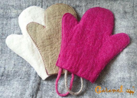 Felted Exfoliating Bath Gloves by CaramelShop on Etsy, $15.30