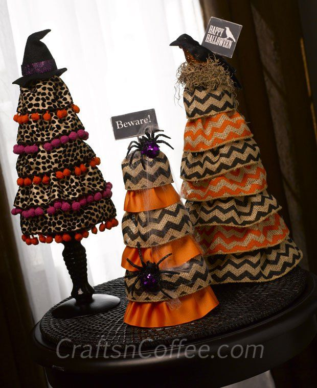Super-simple Ruffled Burlap Halloween Topiaries. The secret is using wired ribbon. #Burlap #Halloween #Decor #DIY